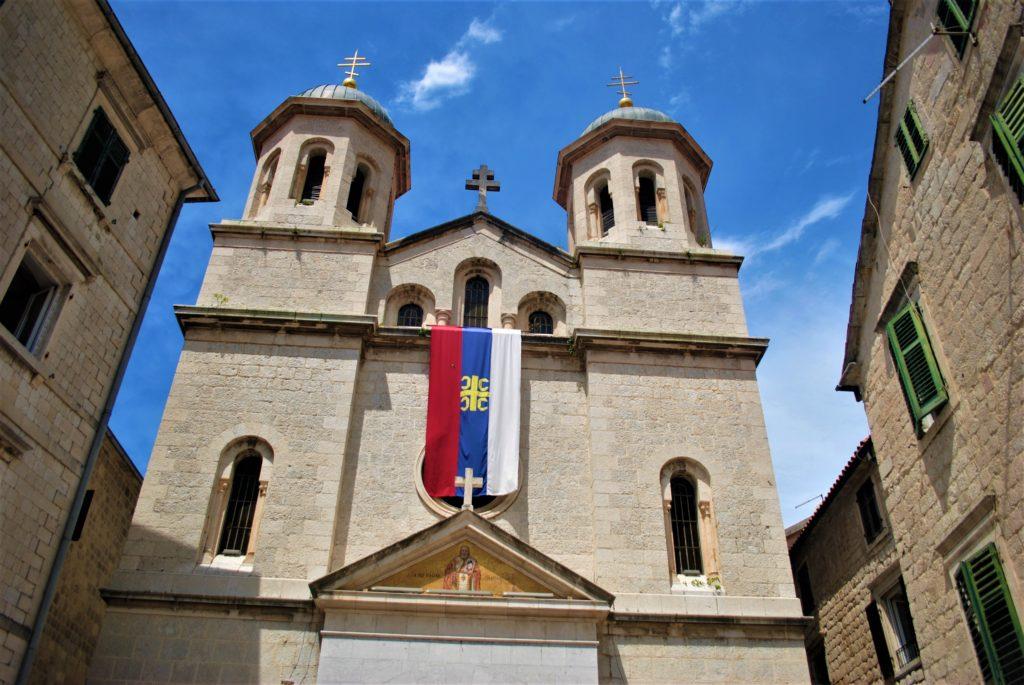 montenegro kotor chiesa serbo ortodossa san nicola bandiera serba