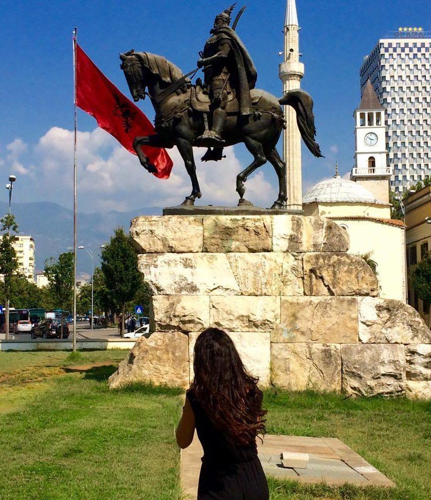 Statua di Giorgio Kastriota Skanderbeg durante un weekend a Tirana