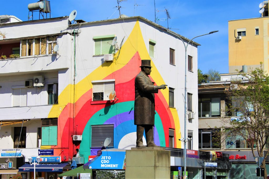 albania tirana piazza wilson colori arcobaleno