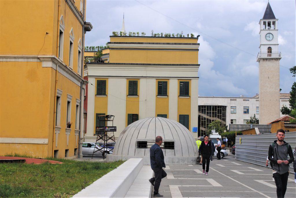 albania tirana bunkart2 centro città bunker torre dell'orologio
