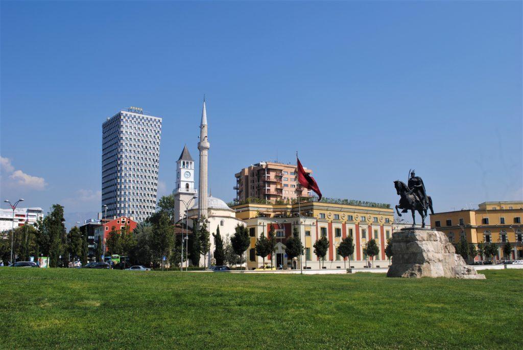 albania tirana piazza skanderbeg statua moschea plaza