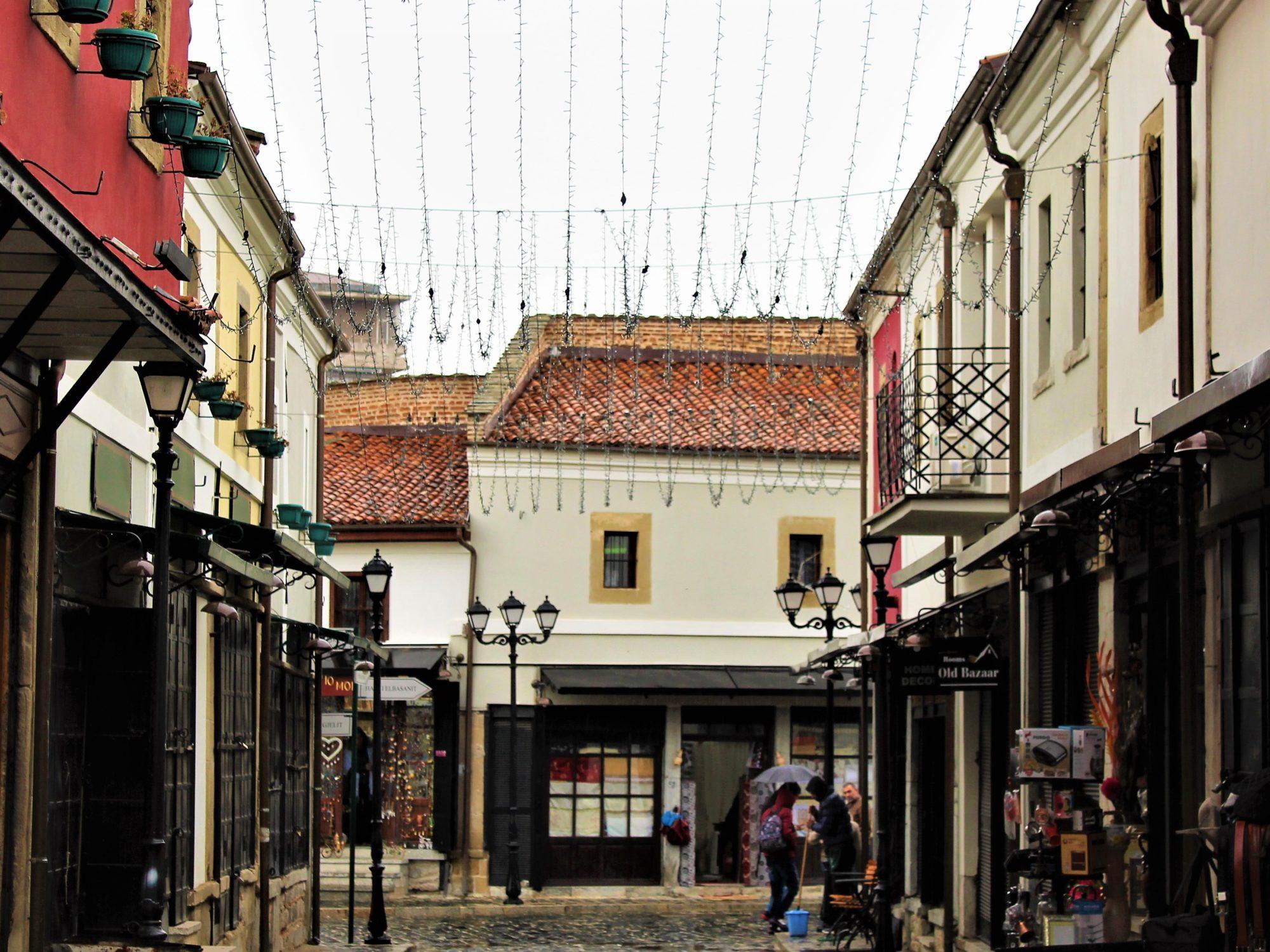 albania korça pazari i vjeter stradina case tipiche