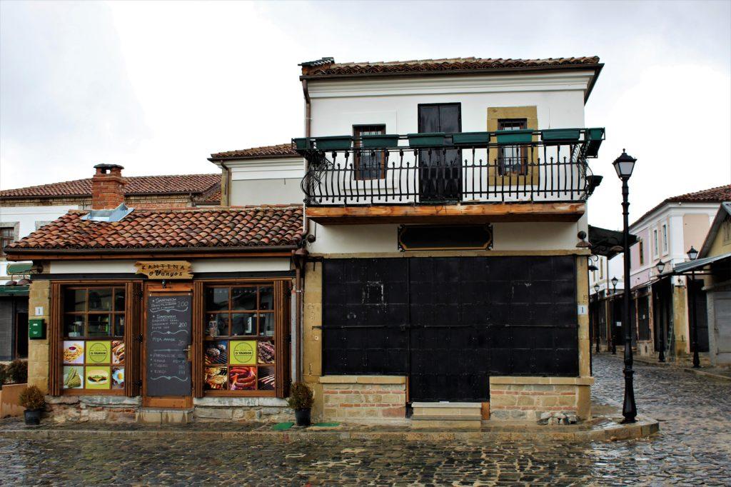 albania korça casa tradizionale mercato