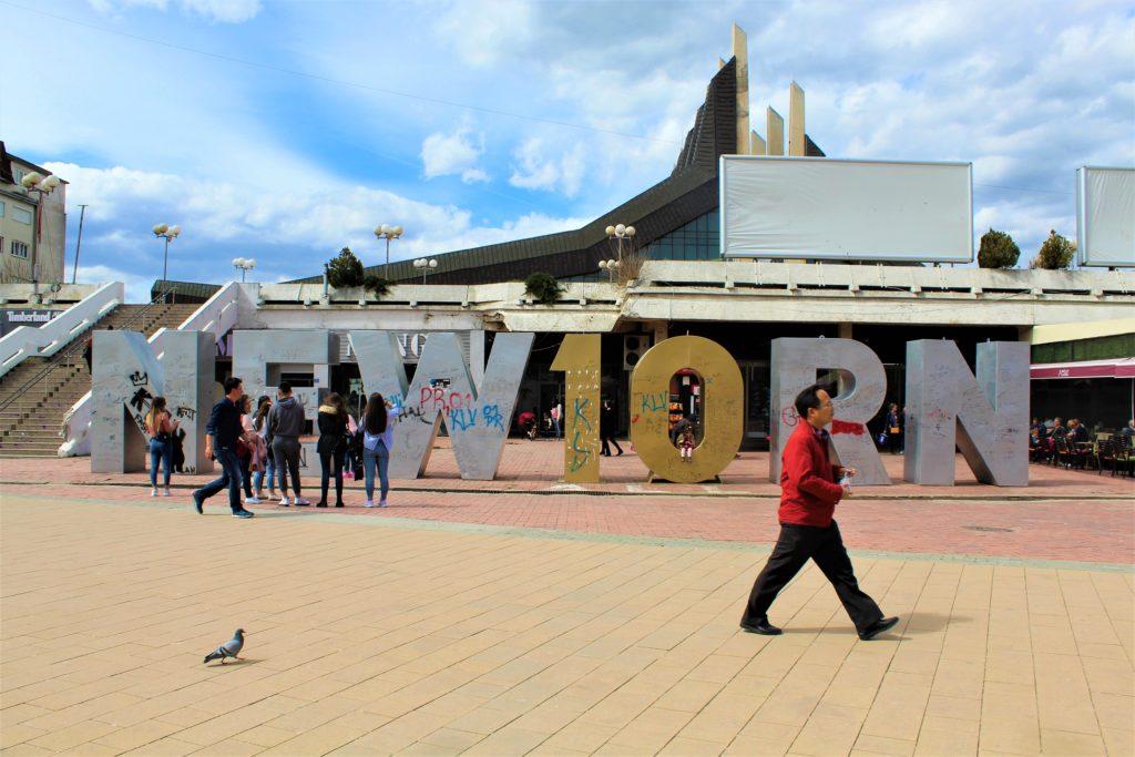 kosovo pristina monumento newborn