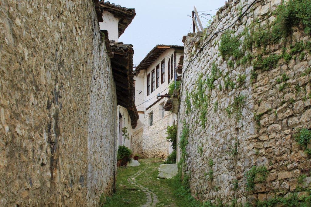 albania berat mangalem stradina