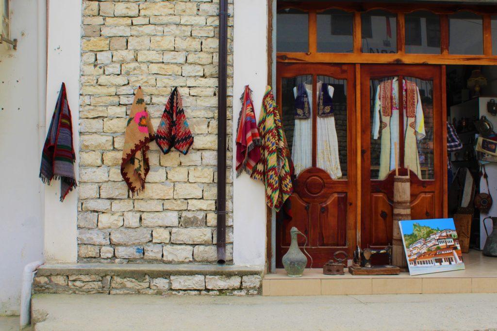 albania berat mangalem negozio souvenir