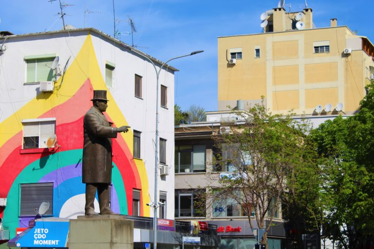 piazza wilson tirana arcobaleno di colori