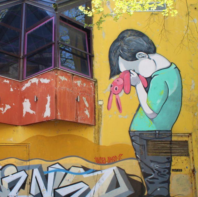 tirana albania street art franko blloku bimbo con pupazzo