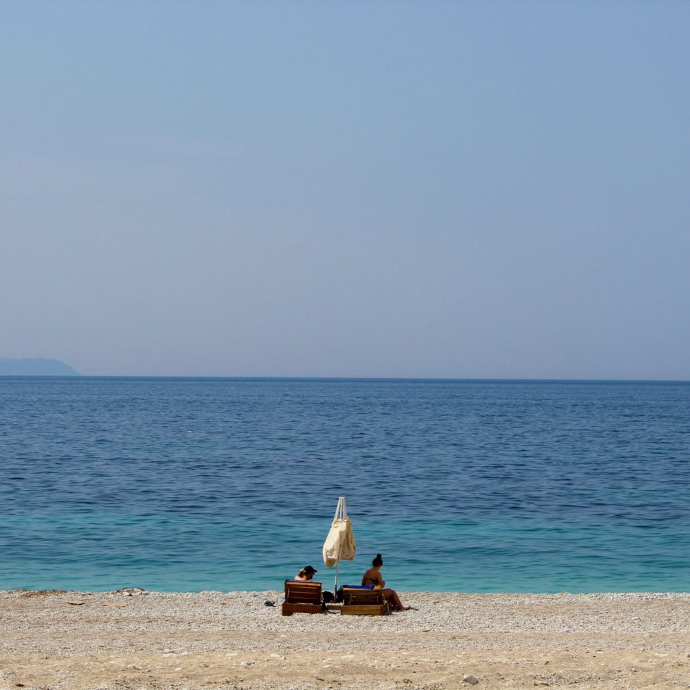 spiaggia di dhërmi acque blu azzurre