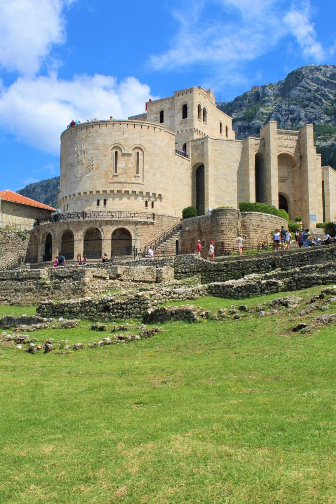 albania kruja museo skanderbeg castello