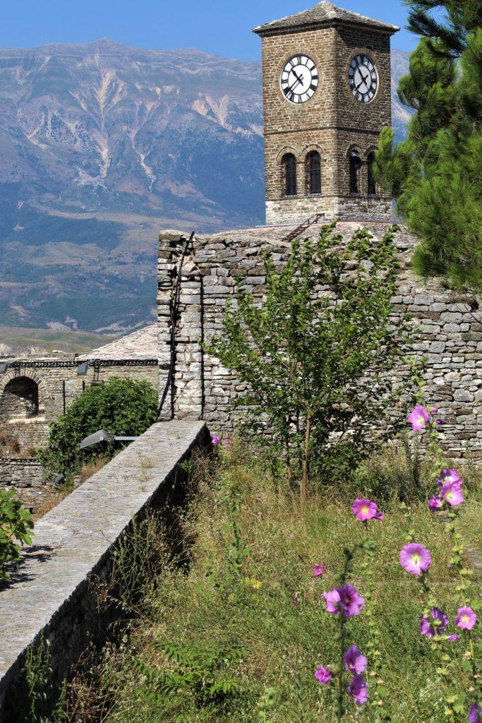 albania girocastro castello torre orologio fiori rosa