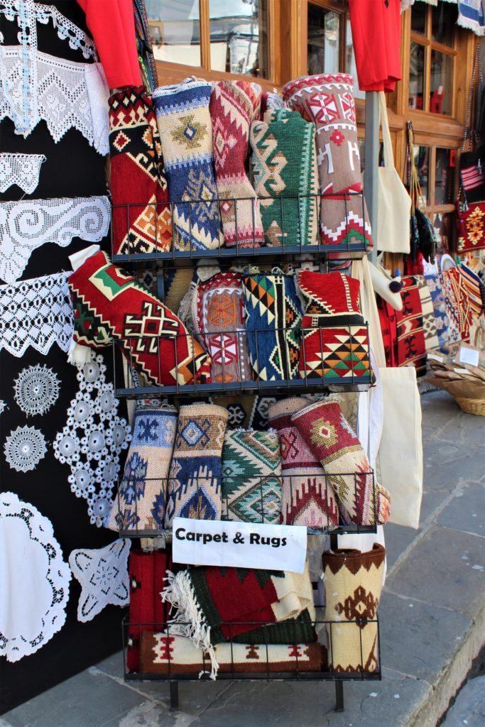 albania girocastro tappeti tipici mercato