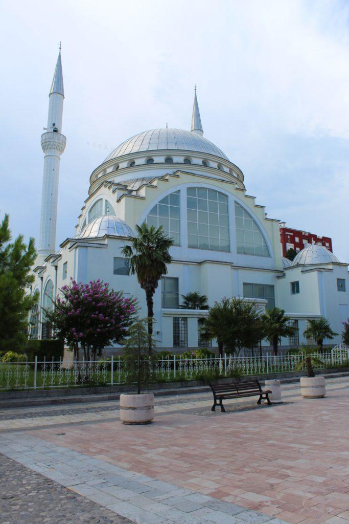 albania scutari grande moschea pedonalja